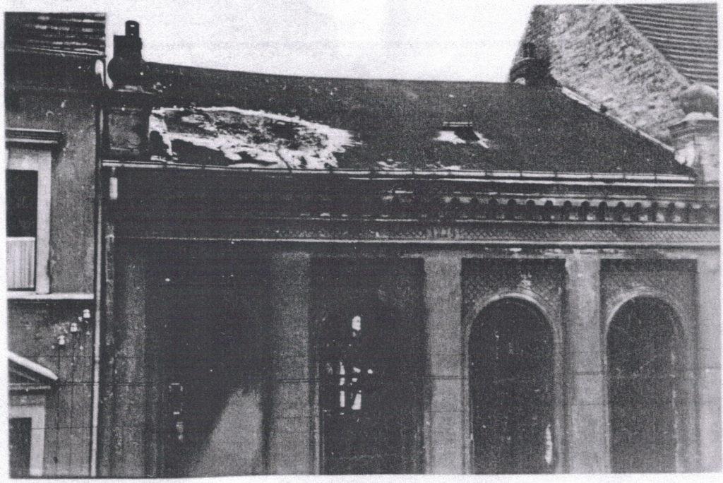 Die Synagoge brennt